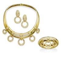 A SUITE OF GOLD AND DIAMOND JEWELLERY, BY TABBAH