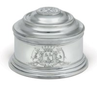 A FINE GEORGE II SILVER COVERED BOX FROM THE WARRINGTON PLATE