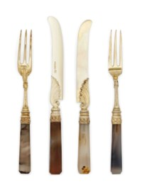 A MATCHED SET OF GEORGE IV/VICTORIAN SILVER-GILT AGATE HANDLED FRUIT KNIVES AND FORKS