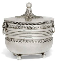 AN EDWARDIAN SILVER BISCUIT BOX IN THE FORM OF A CADDY