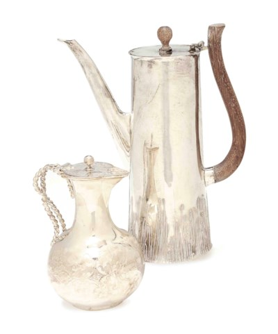 AN AMERICAN SILVER COFFEE POT