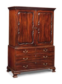 AN EARLY GEORGE III MAHOGANY LINEN PRESS