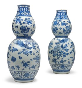 A PAIR OF CHINESE BLUE AND WHITE DOUBLE-GOURD VASES